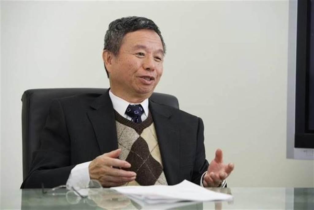 國內近日爆發院內感染,前衛生署長楊志良卻在節目中提出爭議性觀點,認為是醫師防疫SOP不夠完善而造成破口。(翻攝楊志良臉書)