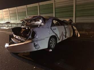 國道超車失控撞護欄連翻9圈 乘客拋飛臉部變形慘死