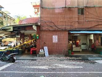 大樓磁磚如雨般大面積脫落 婦人停車遭砸傷