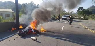男騎重機失控撞護欄起火 驚悚畫面曝光