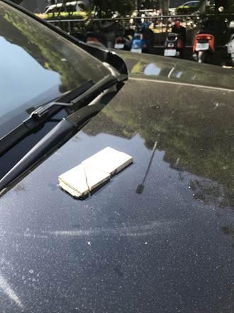 台中大樓磁磚掉落 市議員邱素貞愛車慘遭砸凹