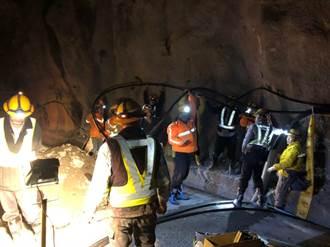 中橫落石壓斷電纜 台電人員頂4度低溫搶修