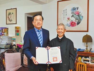 罹癌仍向學 曹尚斌獲榮譽博士