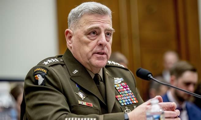 美軍參謀首長聯席會議(JCS)主席米利(Mark Milley)等最高層美軍將領周二罕見發函譴責煽動與暴力。(美聯社)