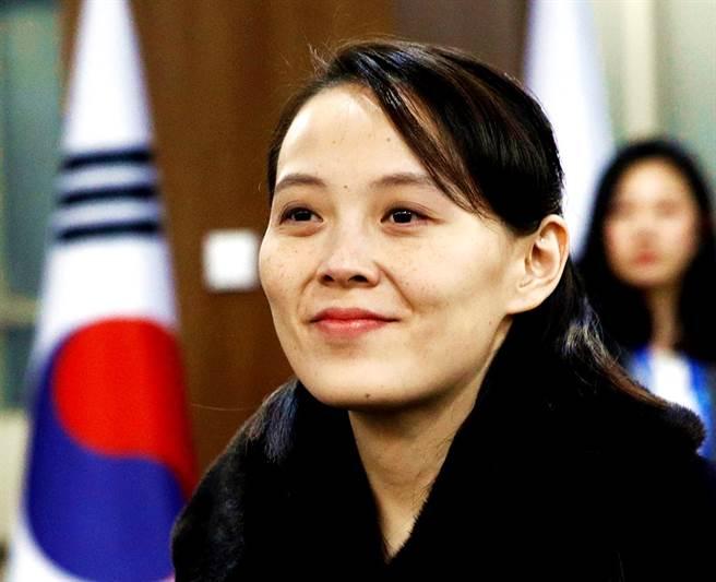 北韓最高領導人金正恩的妹妹金與正不僅未獲選勞動黨政治局候補委員,還被降職為「勞動黨中央委員會副部長」,12日她針對南韓「密切監控」北韓閱兵式的行為痛批「超級蠢貨」。(資料照/美聯社)