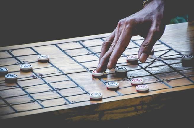宋朝的新流行 是以軍事、兵法來比擬下棋。(示意圖/達志影像shutterstock提供)