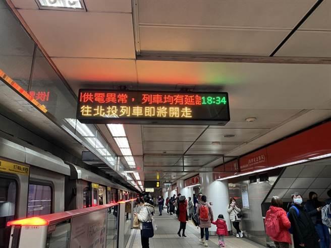 北捷開往象山的列車目前停駛中。(陳鴻偉翻攝)