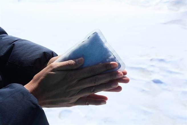 一名網友到藥局欲購買暖暖包,但老闆娘表示一人限購2片,得知背後原因讓原PO超感動。(示意圖/達志影像)