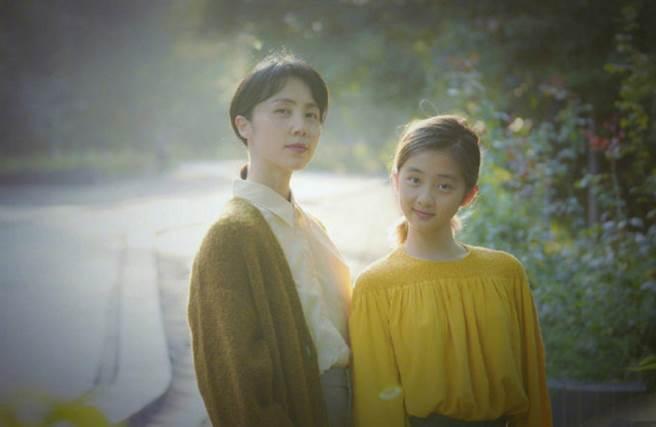大陸男星黃磊和女演員孫莉婚後育有2個女兒和1個兒子,其中大女兒多多外型和媽媽最像,經常引起討論。(圖/ 摘自微博)