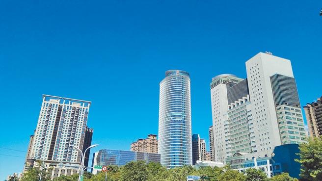 新北市自2021年起為細懸浮微粒二級防制區,成為符合空氣品質標準的區域。(新北市環保局提供/葉書宏新北傳真)