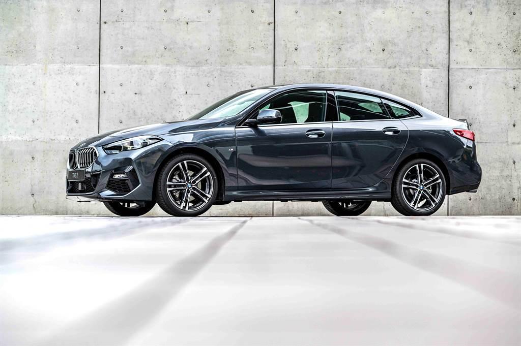 展演動感美型與跑車姿態的全新BMW 2系列Gran Coupé,不僅可享低月付9,900元起多元分期方案或尊榮租賃專案(含3年租賃0利率、贈送3年牌燃稅),本月交車更加贈iPhone12 Pro 256GB。