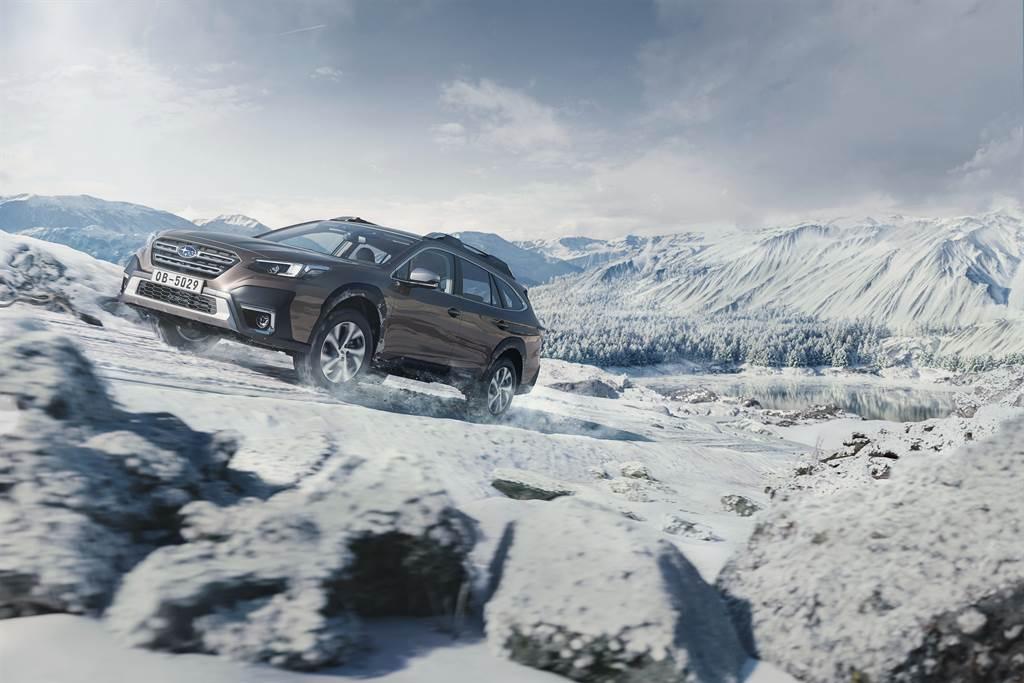 All-New Outback搭載全新調教的SUBARU BOXER 2.5升缸內直噴水平對臥自然進氣引擎,加上品牌標配的「SAWD對稱式全時四輪驅動系統」,以及「X-MODE雙模式動力控制系統」,無論是日常使用、冬日追雪、雨天行走、戶外探索,皆能以最優雅從容的姿態,輕鬆應付各式路況。