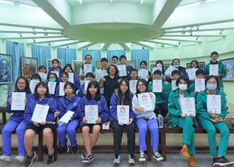 竹山高中美術班 創作義賣捐款助動物