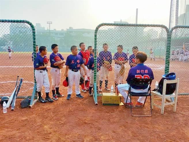 五峰國小棒球隊把握有限時間練習,上月在「第7屆原住民學生盃棒球錦標賽」獲得季軍。(校方提供/莊旻靜新竹傳真)