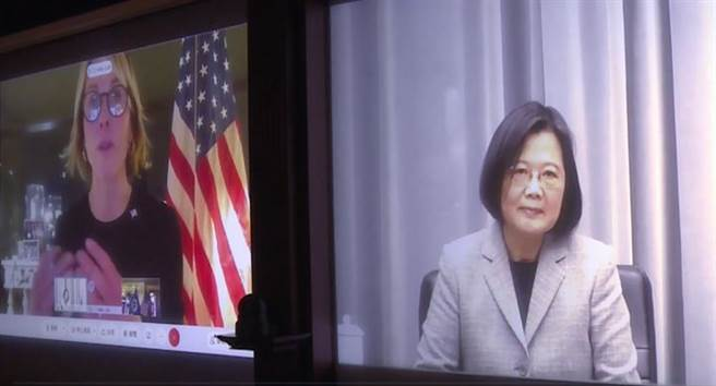 总统蔡英文与美国驻联合国大使克拉夫特14日视讯会谈。(总统府提供)