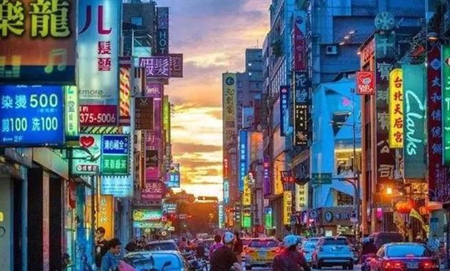 不經意間翻到了很多在台灣交換時拍下的照片。(作者提供)