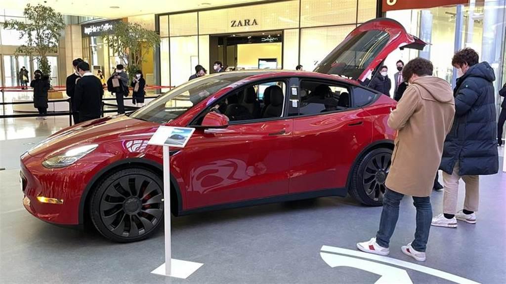 Tesla Model Y 韓國登場!百人排隊爭睹,上市消息可能在本月底公布