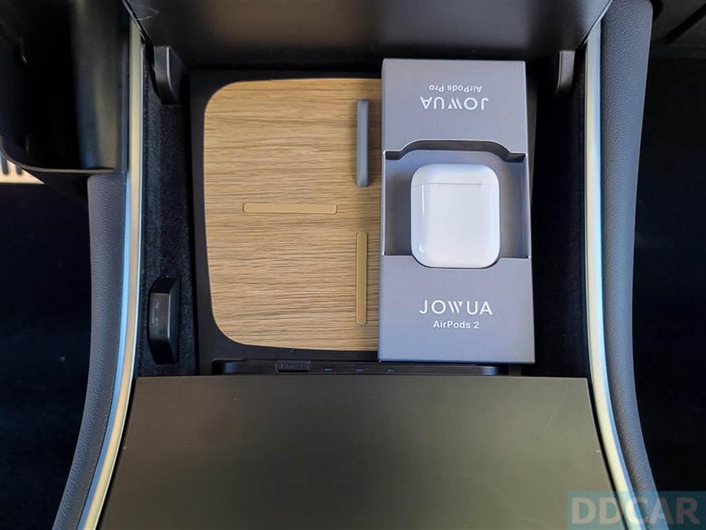 其實就是一個固定器,概念簡單、但 Jowua 有想到,也特別做出專用配件給車主。