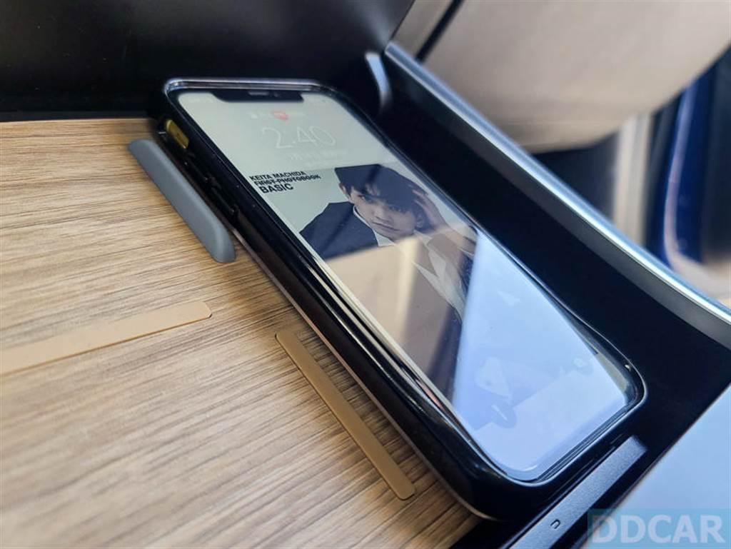 厚度在 5mm 以下的手機殼,無線充電都無礙。