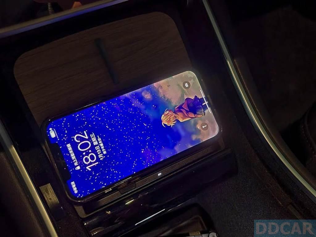 搭載 MagSafe 的 iPhone 12 Pro Max 和 iPhone 12 mini「可以」充電~裸機和帶殼,統統沒問題!