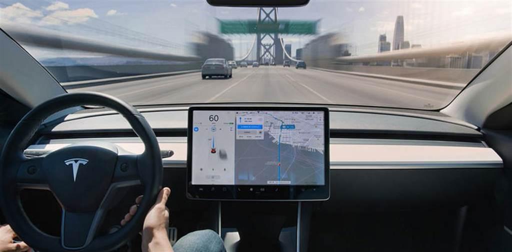 有 Autopilot 自駕輔助安全七倍:特斯拉公布 2020 年第四季行車安全報告