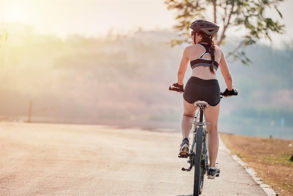 一名33歲的輕熟女平實熱愛騎單車,但長期下來悶住下體,導致私密處慢性發炎。(達志影像/示意圖非當事人)