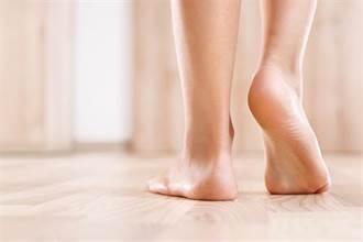 足踝名医朱家宏「抬头挺胸」3招 缓解足底、双腿的痛