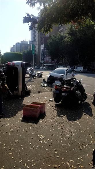 中市2車碰撞 速霸陸休旅車當場側翻