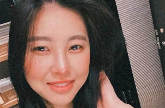 孫瑩瑩高調宣布單身,證實6年婚姻告吹。(圖/i_am_yen_yen IG)