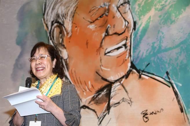 1月15日是已故前總統李登輝冥誕,台灣智庫15日舉行研討會。李登輝女兒李安妮致詞提到,父親並未留下遺言,若有的話,她認為應該是,「台灣民主要更深化,台灣人民要更團結。」她也笑說,身為女兒,其實對父親有很多抱怨,「他沒把我當兒子看待、期待」。(鄧博仁攝)