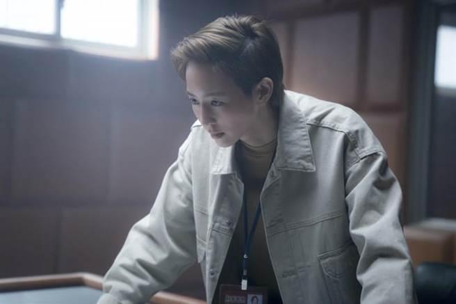 張鈞甯為《緝魂》一場會議室報告戲,為了背好台詞而感焦慮。(威視提供)