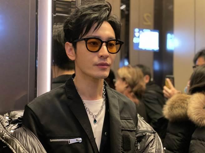 黄晓明去年12月还没瘦得如此夸张。(取自黄晓明工作室微博)