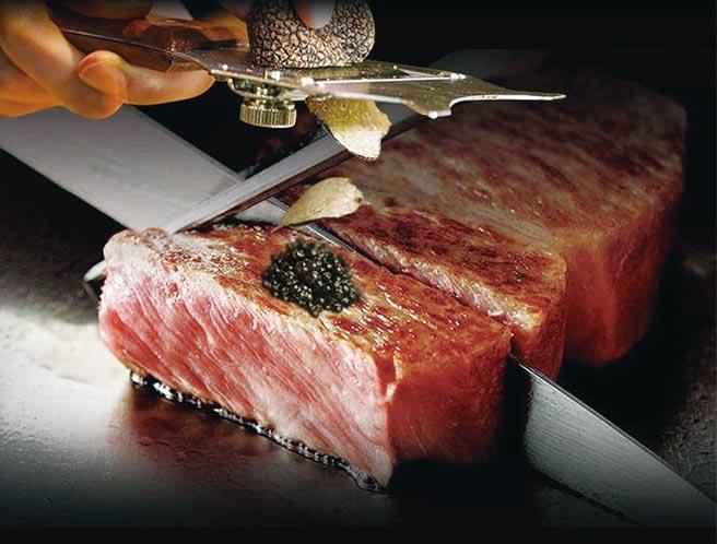 日本頂級A5和牛搭配魚子醬,讓饕客們享受極致美味。圖/富太太嚴選提供