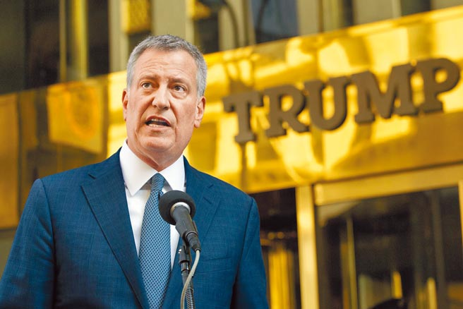 美國紐約市長白思豪13日宣布,由於川普總統鼓動暴力,紐約市將終止與川普集團的商業合約。(美聯社)