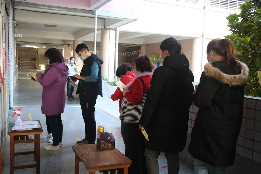 議員王浩宇罷免案16日舉行投票。(黃婉婷攝)
