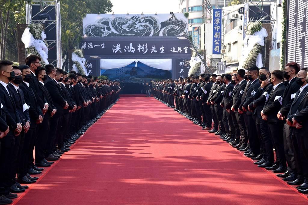 嘉義地方聞人洪鴻彬日前過世,今16日告別式場面盛大,數千道上弟兄前來送他最後一程。(呂妍庭攝)