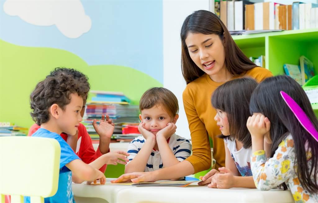 一名幼稚園老師休假時帶孩子到麥當勞點漢堡和可樂,沒想到竟遭到家長投訴。(達志影像/示意圖非當事人)
