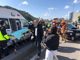 通緝犯開車逆向撞8機車2人送醫  留下剛認識女伴肇逃