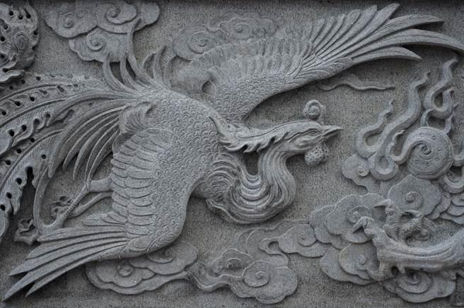 大陆一名农夫放羊时,发现一只像《山海经》里凤凰的怪鸟。(示意图/达志影像)
