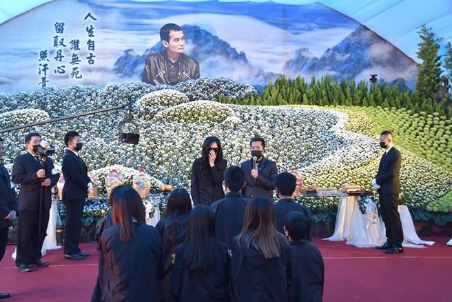 嘉義地方聞人洪鴻彬日前過世,今16日告別式場面盛大。(呂妍庭攝)