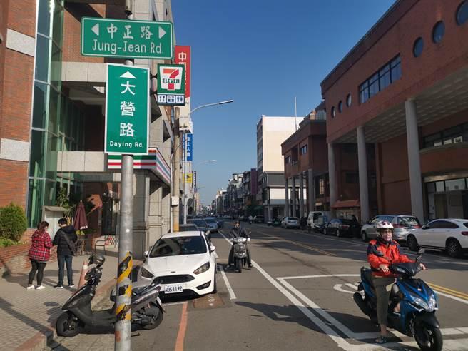 竹南鎮公所將對大營路進行路面重鋪及纜線地下化工程。(謝明俊攝)