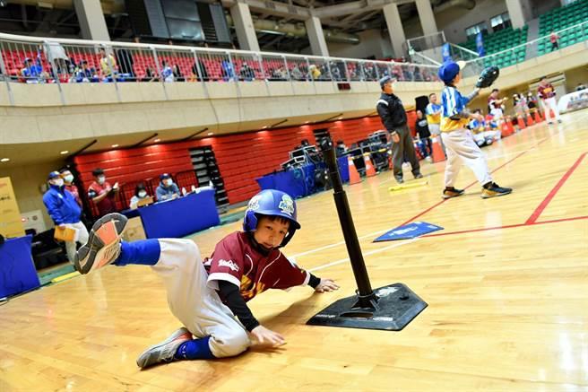 接棒未來迷你棒球賽。(YYsports寶勝國際提供)