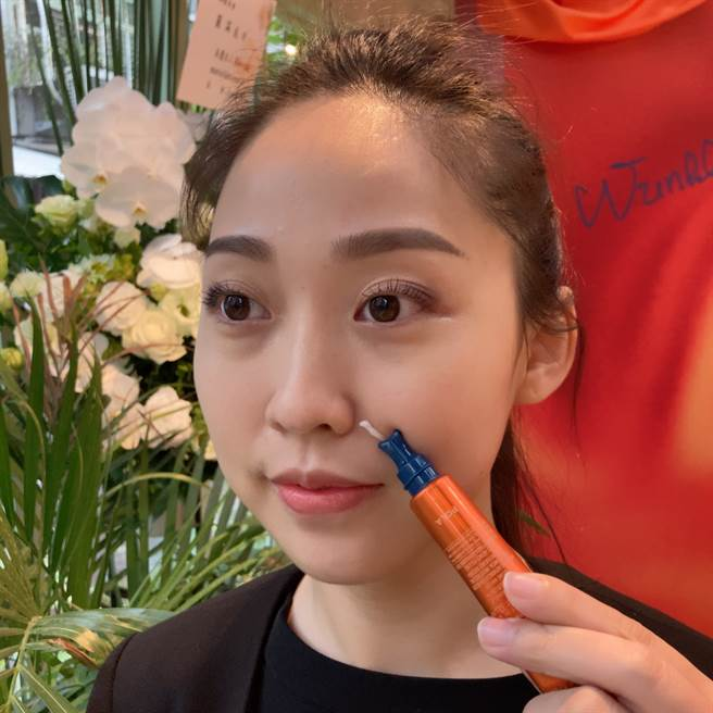 品牌建議將POLA 袪皺精華霜 N局部使用於皺紋部位,形成集中護理空間。 讓有效成分NEI-L1更高效運作,提高肌膚的再生力,改善皺紋。(邱映慈攝)