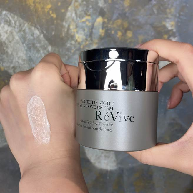 RéVive 全新「脈衝霜」68胜肽淡斑晚霜。(邱映慈攝)