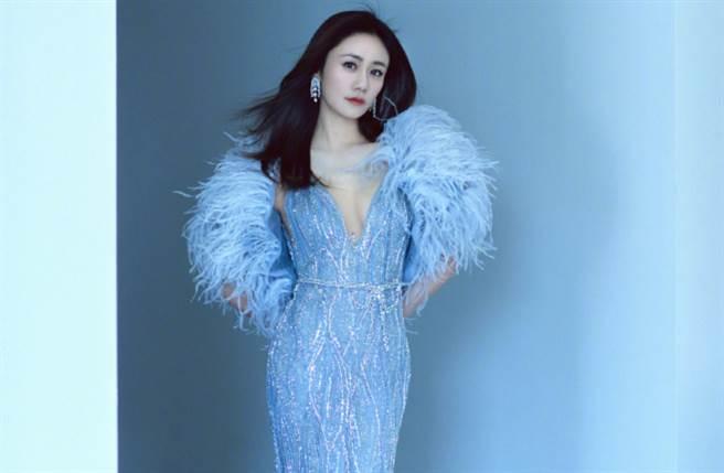劉芸今年38歲,和搖滾歌手鄭鈞結婚並育有一子,但她保養得宜的完美體態卻讓人看不出即將奔四。(圖/摘自微博@劉芸 )