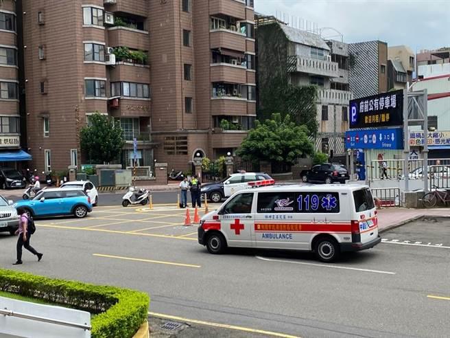 北部某醫院再傳護理師確診,該醫院晚間再度拒收救護車。(蔡依珍攝)