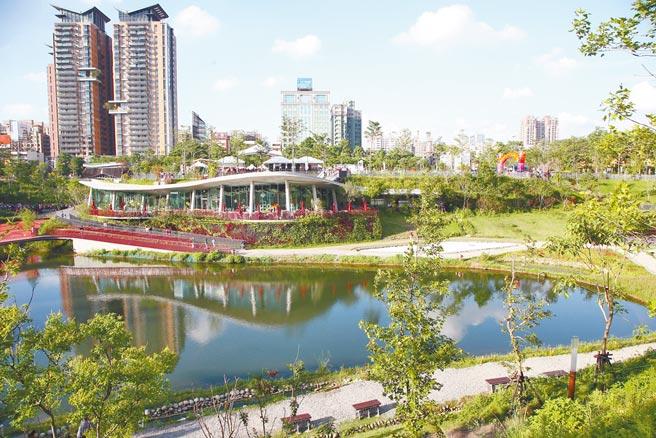 台中市七期重划区精华地带的秋红谷公园,周遭豪宅林立,新的一年也有新案计画抢进。(本报资料照片)