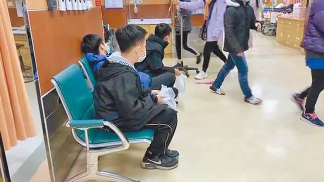 國小畢旅學童疑似食物中毒,多人到醫院就醫。(廖素慧攝)