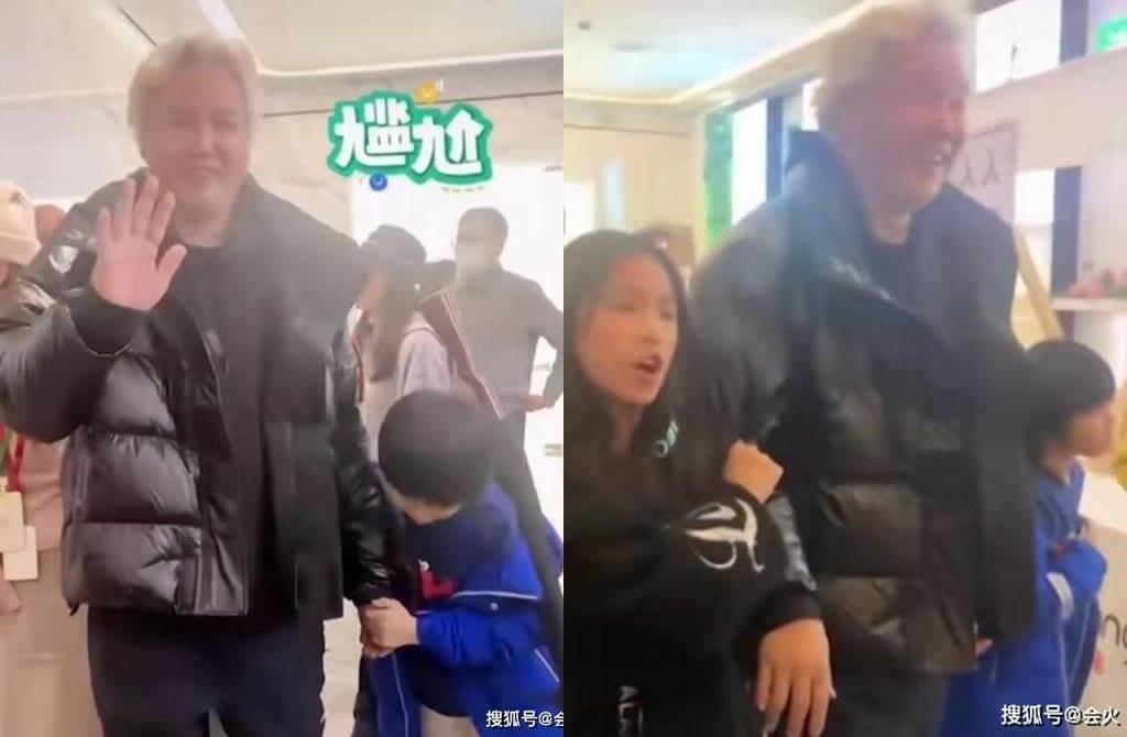 林瑞陽一臉尷尬帶兒女離開。(圖/翻攝自微博)