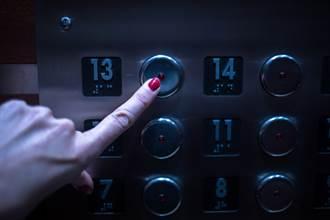 送貨員搭電梯到13樓竟沒開門 一回頭當場嚇壞